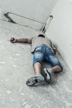 dead, the killed person on building, at an entrance Imagens