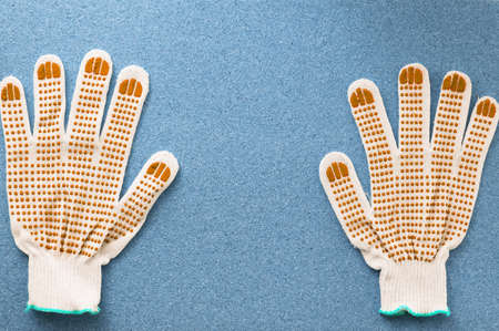 Repair. Work gloves on a blue background. The concept of repair and construction. Close-up. Banque d'images