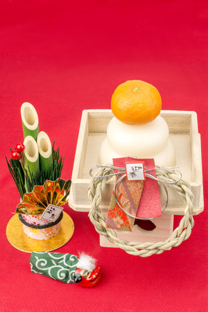 small articles: Round rice cake and pine tree gate of japanese new year decorations in vertical composition