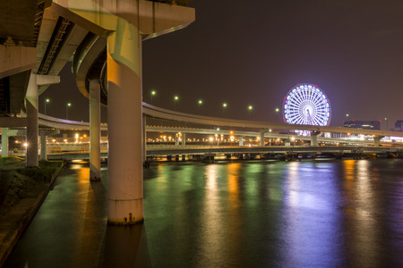 speedway park: Expressway which along the sea and ferris wheel in Tokyo at night Stock Photo