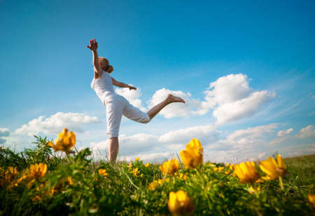 kobieta uprawiania jogi Outdoor Zdjęcie Seryjne