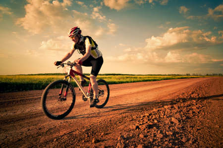 ciclismo: hombre de extrema bicicleta en movimiento Foto de archivo