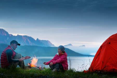 couple camping near seaside Archivio Fotografico