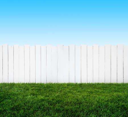白い庭のフェンス 写真素材