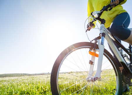 woman cycling outdoors Foto de archivo