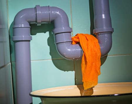 water leak Banco de Imagens - 37440755