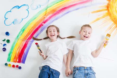 kids painting rainbow Stok Fotoğraf - 57129492