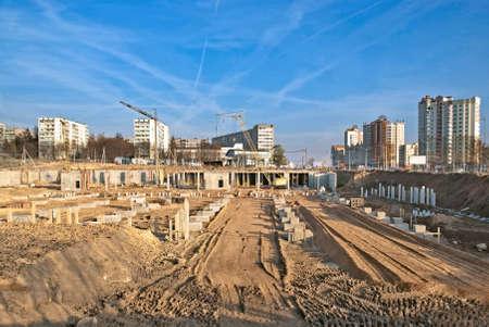 begining: Inizio di una grande costruzione in citt�