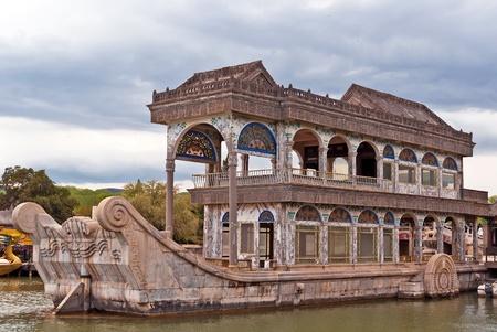 純粋さと使いやすさ (大理石のボート) のボート。夏宮殿、北京、中国。 写真素材