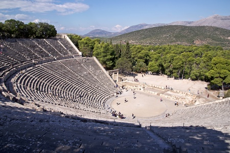 teatro antico: Il teatro antico nel Santuario di Asclepio a Epidauro, in Grecia