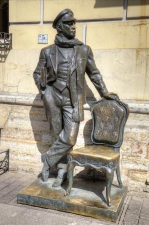 swindler: Sculpture of Ostap Bender in St  Petersburg, Russia