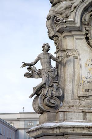 plaga: Columna de la Peste. Elementos de la decoraci�n. Linz, Austria Foto de archivo