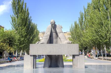 prominent: Sculpture of the prominent armenian architect Alexander Tamanyan bent over drawings. Yerevan, Armenia