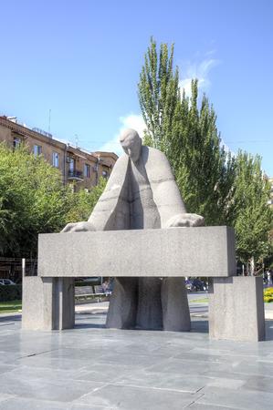 bent over: Sculpture of the prominent armenian architect Alexander Tamanyan bent over drawings. Yerevan, Armenia