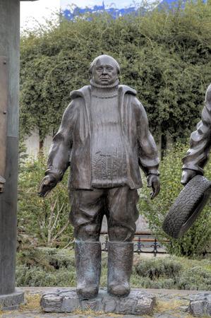 ジョージ デネーリアおよび映画美 々野の英雄への記念碑の片。トビリシ。グルジア。