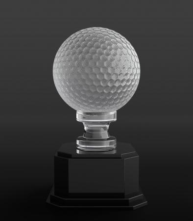 trofeo: 3d de cristal de una pelota de golf trofeo en fondo negro Foto de archivo