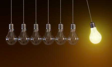 bombilla: Ilustración 3D de colgar bombillas en movimiento perpetuo con una bombilla incandescente de luz sobre fondo naranja Foto de archivo