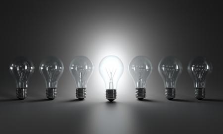 focos de luz: Escala de grises de la imagen de las bombillas en una fila