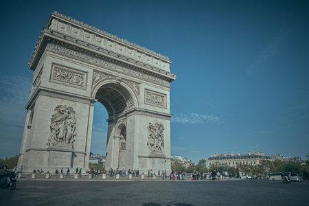 Parigi, FRANCIA - 23 OTTOBRE 2019 : Arc de Triomphe il monumento parigino della seconda guerra mondiale