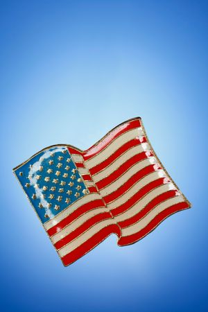 Shiny American Flag lapel pin against blue gradient background.   版權商用圖片