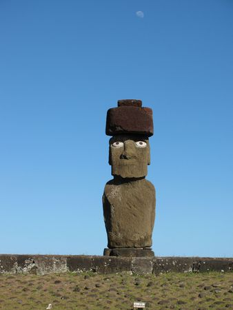 rapa: Giant statue on Ahu Tahai on the Easter Island (Rapa Nui) Stock Photo