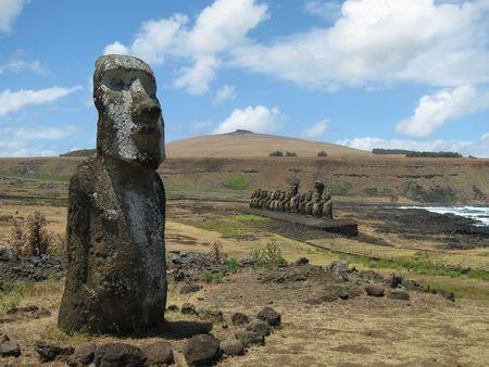 rapa nui: Grupo de los moais de Ahu Tongariki en la Eaester Island (Rapa Nui)