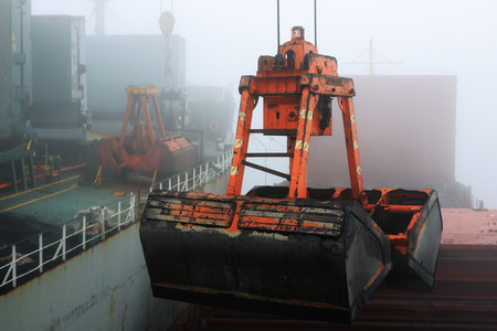 reloading: cargo bucket on the ship overloads the coal