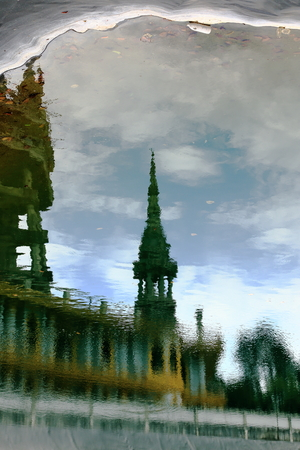 mirror image: the repetition of the mirror image of the temple in a pond.