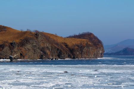 rocky Cape near the freezing sea in winter Foto de archivo - 97618874
