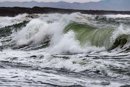 waves of ocean surf crash on the inhospitable coast of Chukotka Foto de archivo