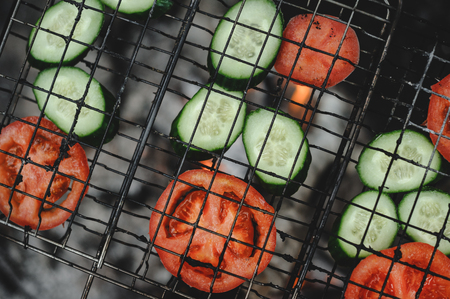 Roasting tomatoes and cucumbers at the stake Standard-Bild