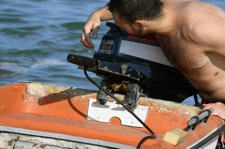 Häufige Probleme von einem Motorboot Standard-Bild - 69196440