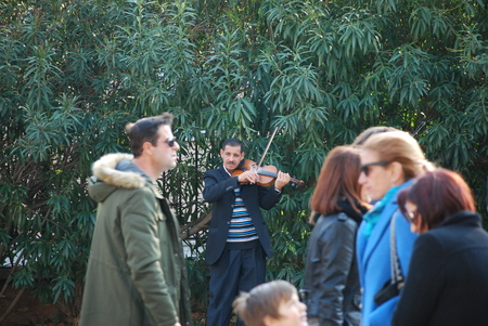 Der Musiker und seine indifferent Publikum Standard-Bild - 69196442