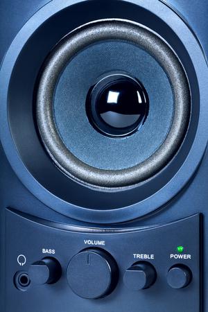 to spin: Black audio speaker. Volume control.