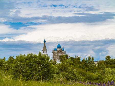 The Church of the Holy apostles Peter and Paul.Village Vetvenik on lake Chudskoe.Sunny summer day. Banco de Imagens
