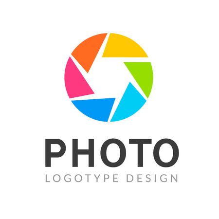 Photography logo template modern vector creative symbol. Shutter lens camera icon design element. Ilustracja