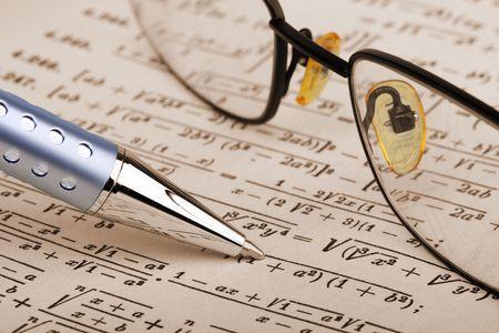 test probe: Penna e bicchieri pi� di matematica pagina  Archivio Fotografico