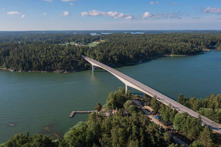 View of the sea and the bridge over the archipelago islands in Turku. Seascape on a summer sunny day. the view from the top from the drone. Stockfoto