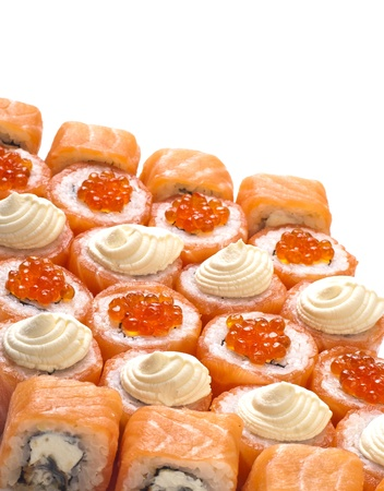 manjar: sushi juego de rodillos aislados en blanco con diferentes rellenos