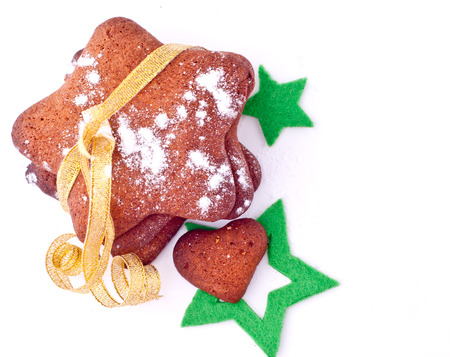 galletas de jengibre: Galletas del jengibre con la cinta de oro y las estrellas verdes