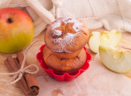 Sugar apple: Muffin with icing sugar star and cinnamon sticks on the kitchen
