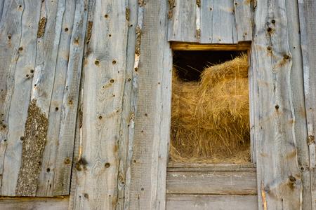 Houten hooizolder, Russisch dorp Stockfoto