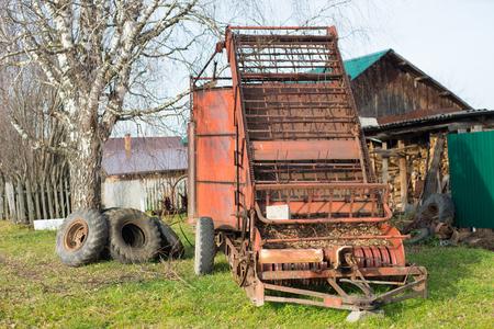 Mechanische hooioolwagen buiten Stockfoto