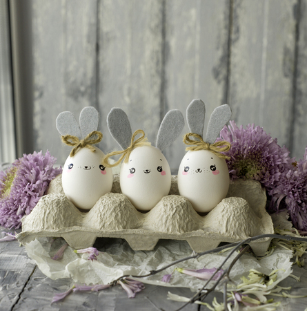 Easter decoration for home, handmade work, cute eggshell rabbits, beautiful  for card design Фото со стока - 118854602