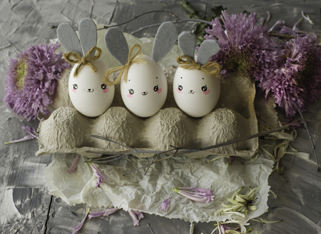 Easter decoration for home, handmade work, cute eggshell rabbits, beautiful  for card design Standard-Bild - 118854606