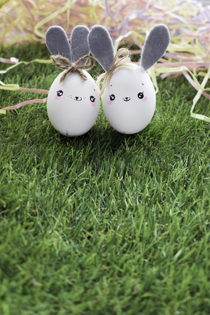 Easter decoration for home, handmade work, cute eggshell rabbits over green grass, beautiful  for card design Imagens - 118854485