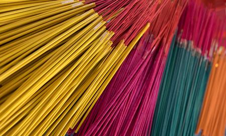 incienso: incienso multicolor Foto de archivo