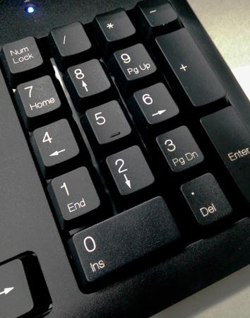 teclado numérico: Detalle teclado numérico en el teclado de la computadora negro