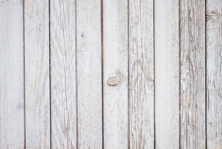 Agréable arrière-plan vide abstrait de planches de bois, peintes avec de la peinture blanche, qui a finalement commencé à s'effriter