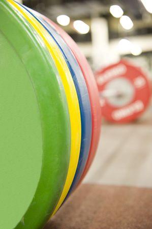 적합: Gym or gymnasium equipment in a world-class facility suitable for athletes training for international events.